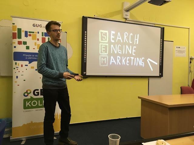 Tomáš mluví o možnostech propagace webu ve vyhledávání.